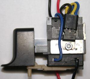 Кнопочный механизм шуруповерта